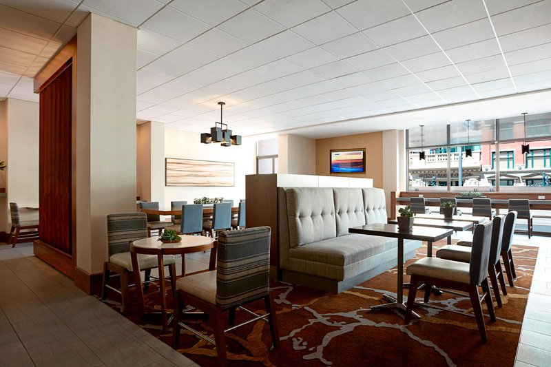 Calgary Marriott Hotel-M Club Lounge<br/>Image from Leonardo