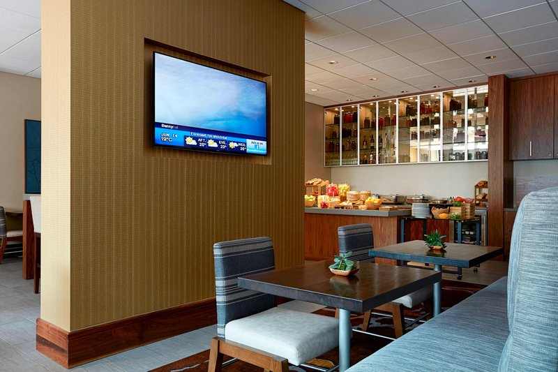 Calgary Marriott Downtown Hotel-M Club Lounge - Complimentary Breakfast<br/>Image from Leonardo