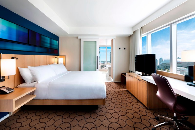 Delta Hotels by Marriott Toronto-King Corner Guest Room<br/>Image from Leonardo