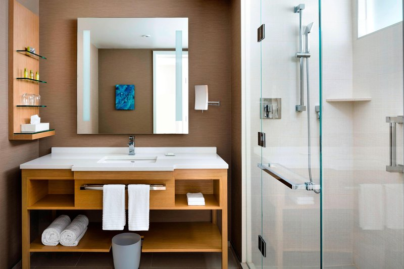Delta Hotels by Marriott Toronto-Guest Bathroom<br/>Image from Leonardo