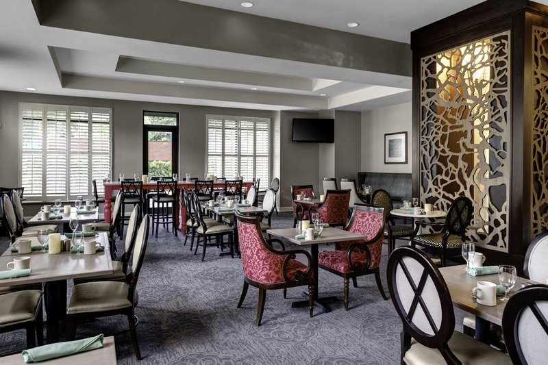 Holiday Inn Savannah Historic District-Dining area designed with your comfort in mind<br/>Image from Leonardo