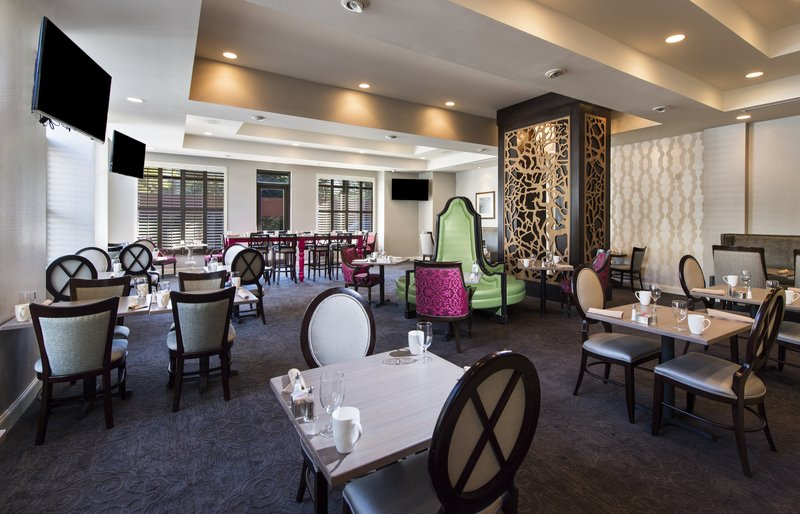 Holiday Inn Savannah Historic District-Bistro 520 Restaurant and Bar combines style and comfort<br/>Image from Leonardo