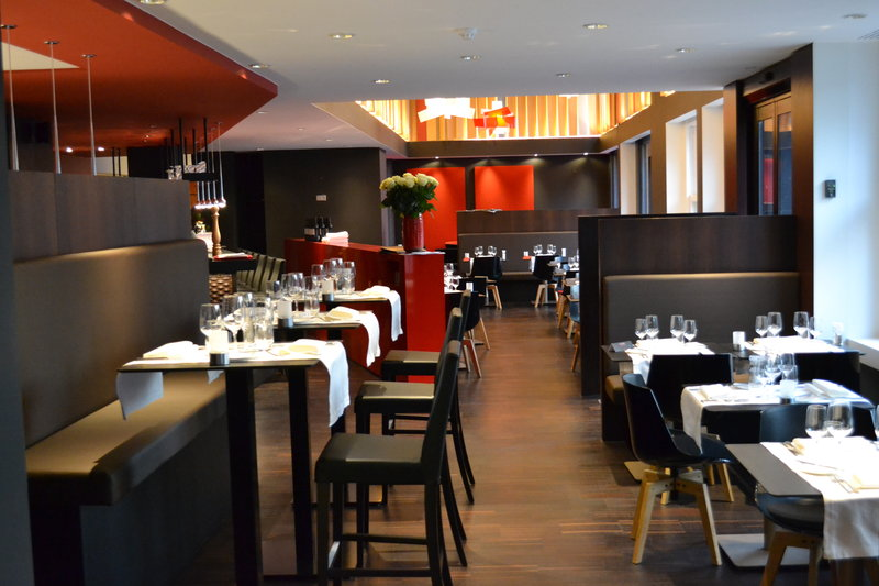Crowne Plaza Brugge-PlazaCafé our restaurant overlooking the burgsquare<br/>Image from Leonardo