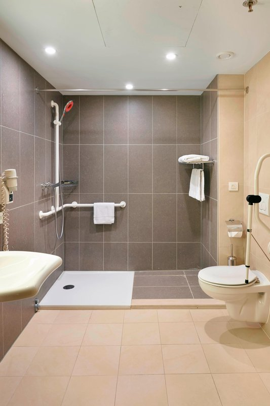 Ghent Marriott Hotel-Accessible Guest Room Bathroom<br/>Image from Leonardo