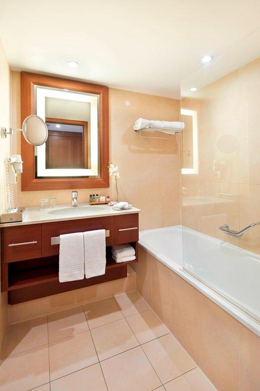 Ghent Marriott Hotel-Junior Suite Bathroom<br/>Image from Leonardo