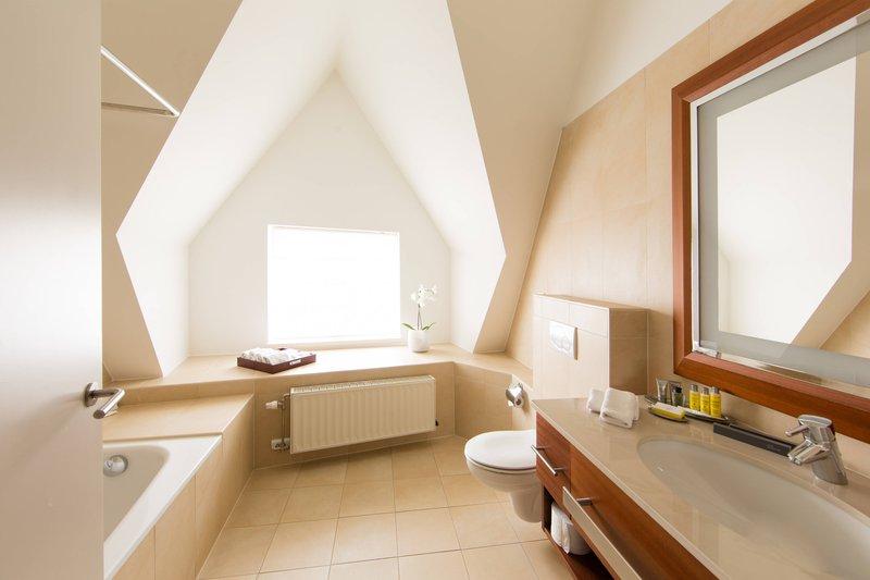 Ghent Marriott Hotel-Honeymoon Suite - Bathroom<br/>Image from Leonardo