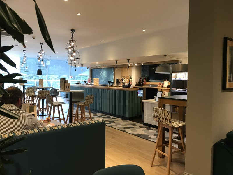 Holiday Inn Rugby-Northampton M1, Jct.18-Bar and Lounge<br/>Image from Leonardo