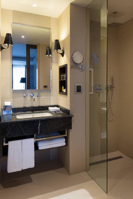 Skopje Marriott Hotel-Bathroom<br/>Image from Leonardo