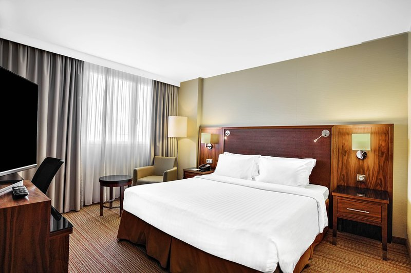 Courtyard Toulouse Airport-King Guest Room<br/>Image from Leonardo