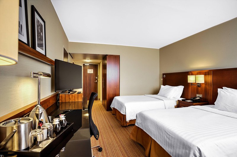 Courtyard Toulouse Airport-Twin/Twin Guest Room<br/>Image from Leonardo