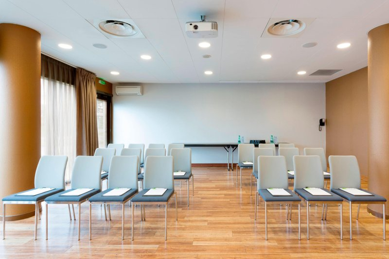 Courtyard Toulouse Airport-Pic du Midi Meeting Room - Theater Setup<br/>Image from Leonardo