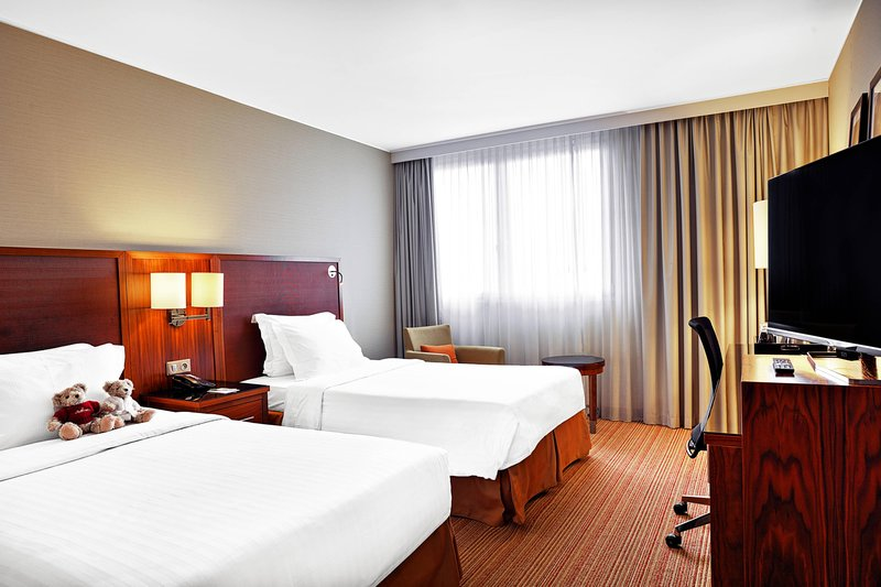 Courtyard Toulouse Airport-Twin/Twin Family Guest Room<br/>Image from Leonardo