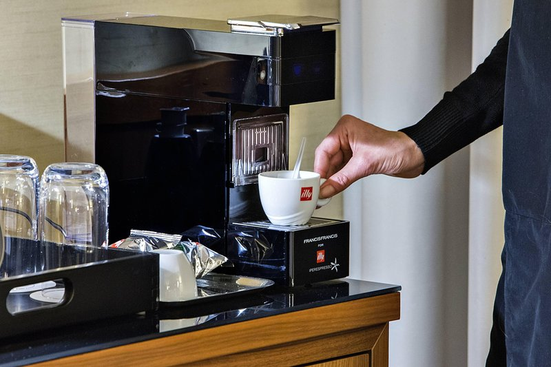 Courtyard Toulouse Airport-Business Guest Room Amenities<br/>Image from Leonardo