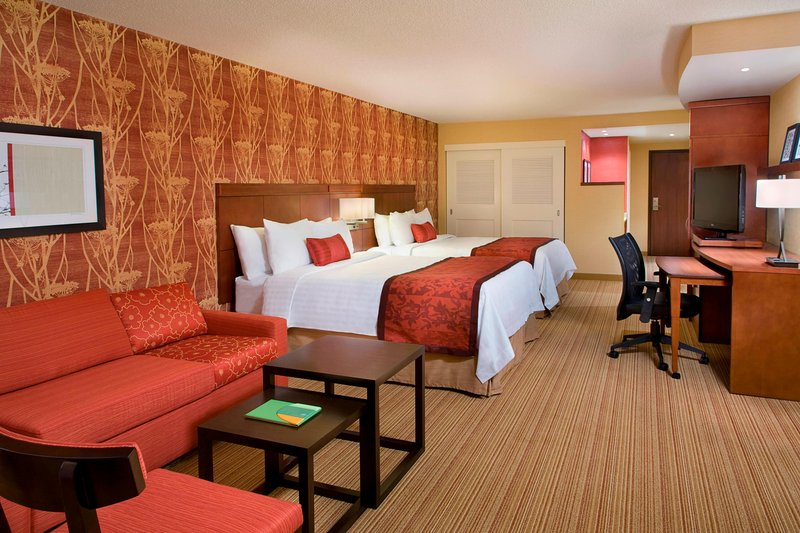 Courtyard Calgary Airport-Extended Queen/Queen Guest Room<br/>Image from Leonardo