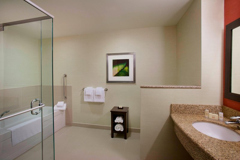 Courtyard Calgary Airport-Spa King Guest Room Bathroom<br/>Image from Leonardo