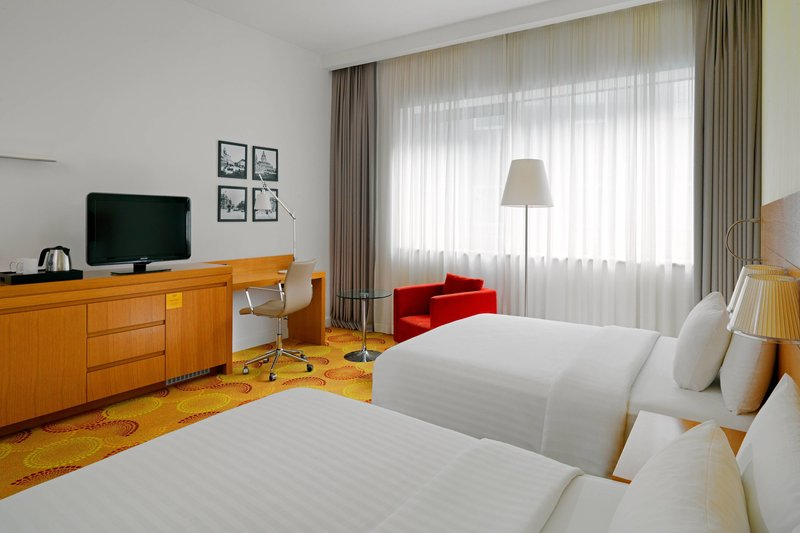 Courtyard Budapest City Center-Grand Deluxe Double Twin Guest Room<br/>Image from Leonardo