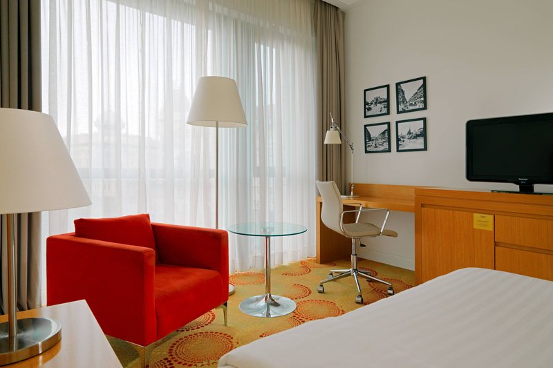 Courtyard Budapest City Center-Deluxe King Guest Room<br/>Image from Leonardo