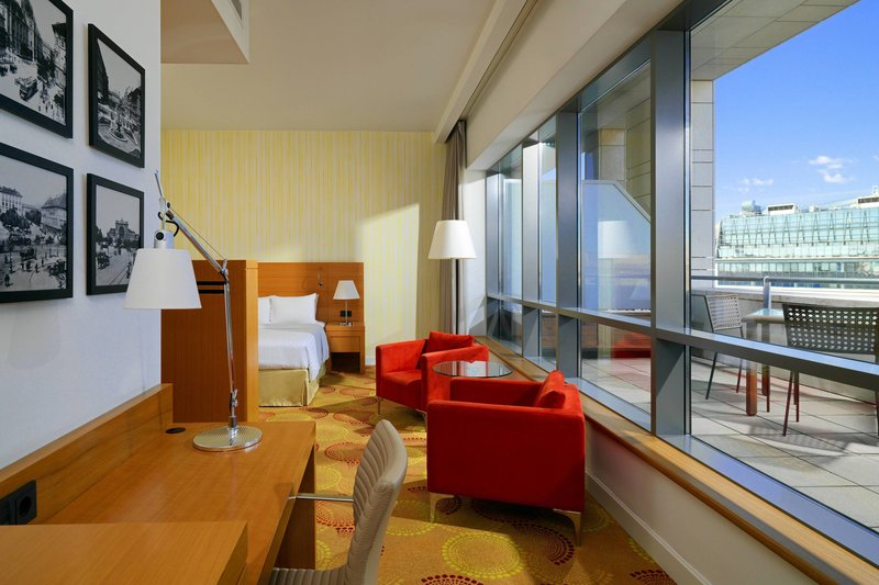 Courtyard Budapest City Center-Superior King Guest Room<br/>Image from Leonardo