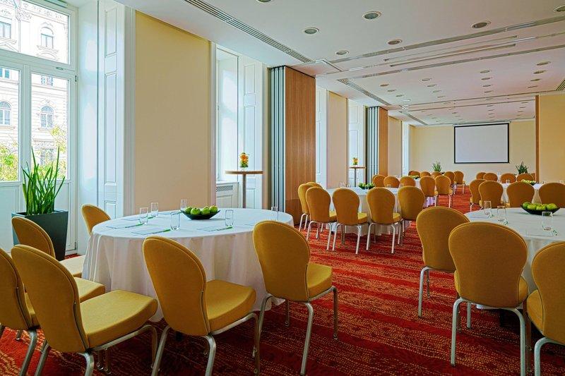 Courtyard Budapest City Center-Jászai Mari Meeting Room - Banquet Setup<br/>Image from Leonardo
