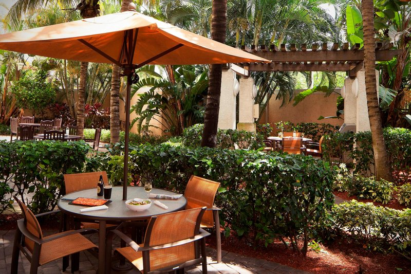 Courtyard Marriott Fort Lauderdale Airport & Cruise Port-Outdoor Patio<br/>Image from Leonardo