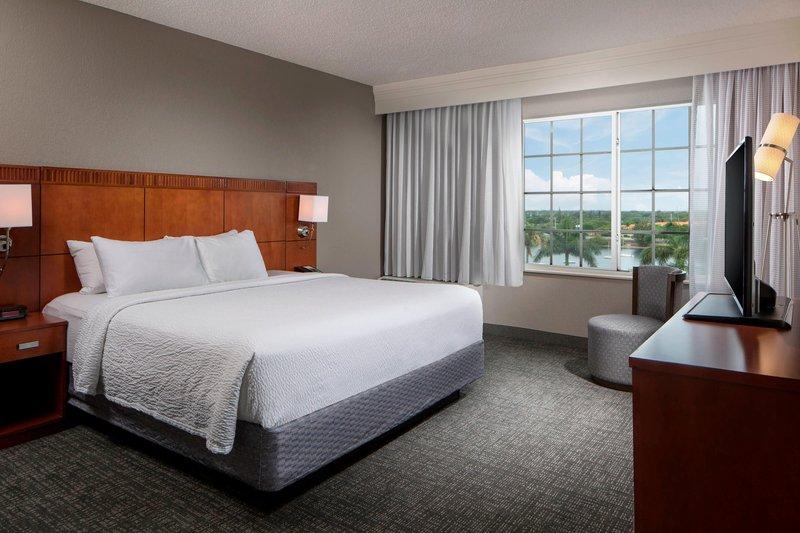 Courtyard Marriott Fort Lauderdale Airport & Cruise Port-King Suite - Bedroom<br/>Image from Leonardo