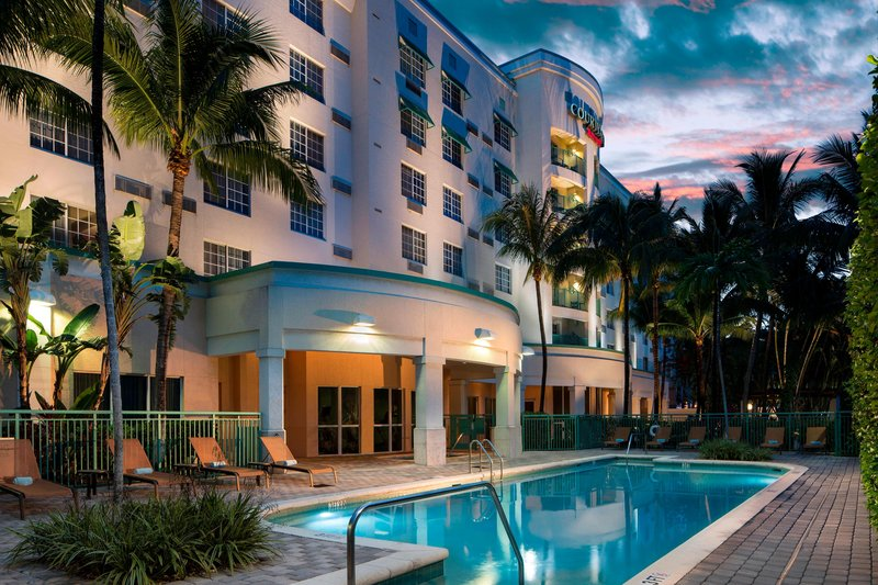 Courtyard Marriott Fort Lauderdale Airport & Cruise Port-Outdoor Pool<br/>Image from Leonardo