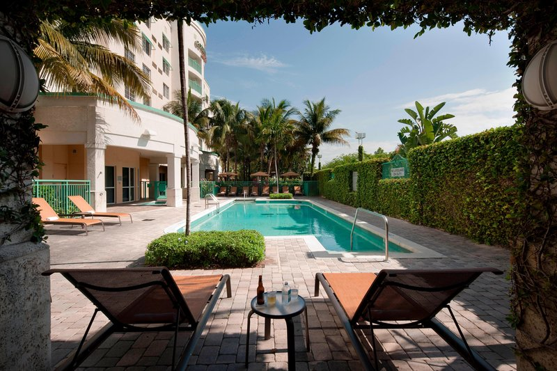Courtyard Marriott Fort Lauderdale Airport & Cruise Port-Outdoor Pool Seating Area<br/>Image from Leonardo