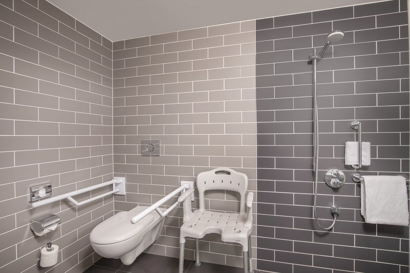 Holiday Inn Express Hamburg - City Hauptbahnhof-Attractively designed bathroom with full accessibility equipment. <br/>Image from Leonardo