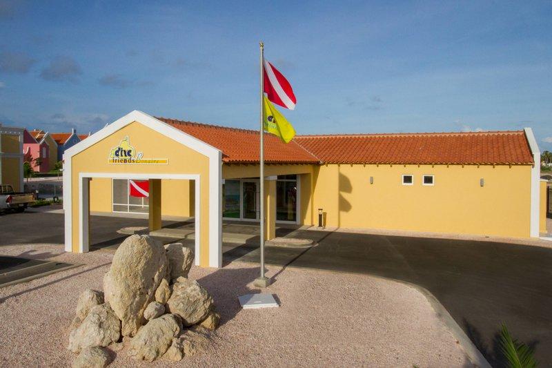 Courtyard Bonaire Dive Resort-Diving Center<br/>Image from Leonardo