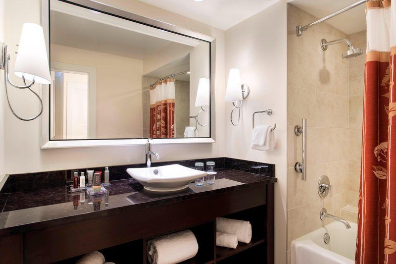 Kauai Marriott Resort-Guest Room Bathroom<br/>Image from Leonardo