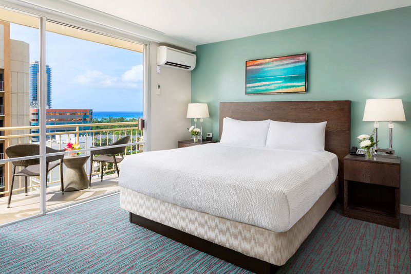 Courtyard by Marriott Waikiki-King Guest Room<br/>Image from Leonardo