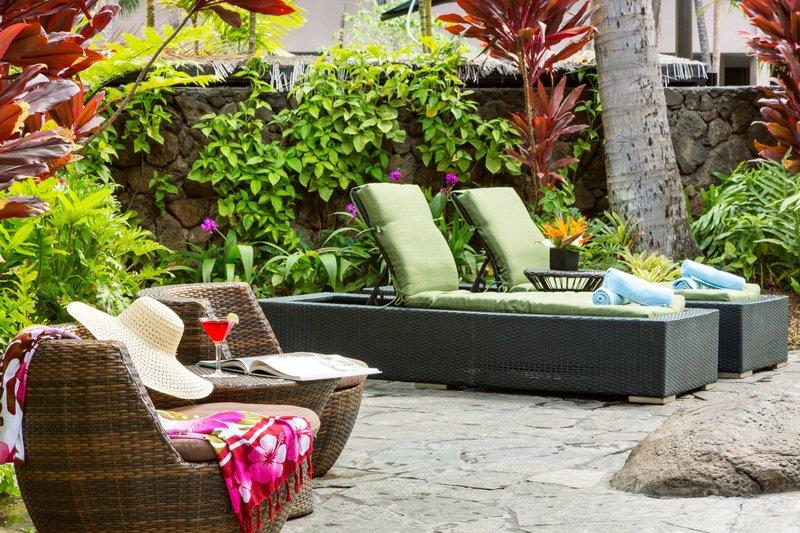 Courtyard by Marriott Waikiki-Poolside Seating<br/>Image from Leonardo
