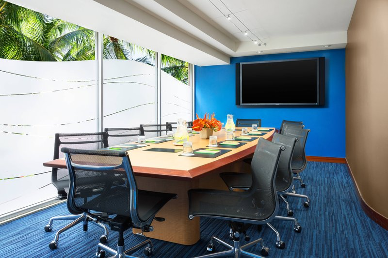 Courtyard by Marriott Waikiki-Executive Boardroom<br/>Image from Leonardo