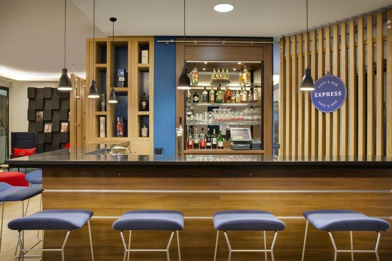 Holiday Inn Express Stuttgart Airport-Express Café & Bar, ideal for an evening drink with colleagues.<br/>Image from Leonardo