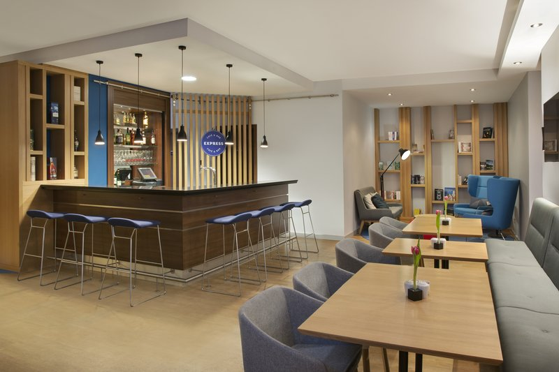 Holiday Inn Express Stuttgart Airport-A contemporary bar with All Day Dining and inclusive Wi-Fi.<br/>Image from Leonardo