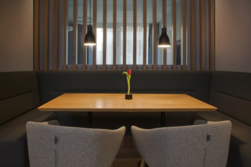 Holiday Inn Express Stuttgart Airport-An elegant dining space for solo diners, families or workmates.<br/>Image from Leonardo