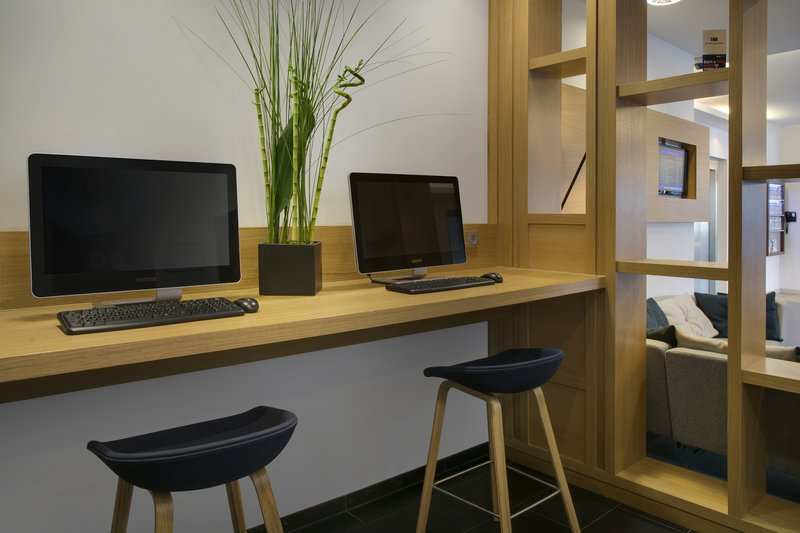 Holiday Inn Express Stuttgart Airport-Business Corner, open 24 hours, with two PCs and inclusive Wi-Fi.<br/>Image from Leonardo
