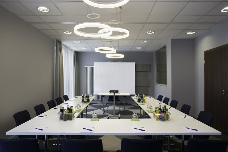 Holiday Inn Express Stuttgart Airport-Meeting room facilities including screen and inclusive Wi-Fi.<br/>Image from Leonardo