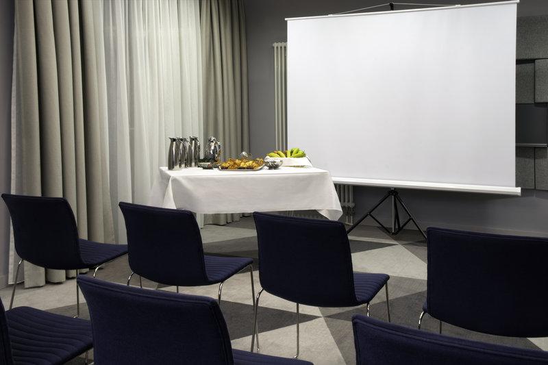 Holiday Inn Express Stuttgart Airport-A breakfast meeting at Holiday Inn Express Stuttgart Airport.<br/>Image from Leonardo