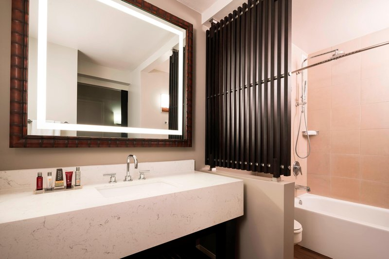 Waikoloa Beach Marriott - Guest Bathroom <br/>Image from Leonardo
