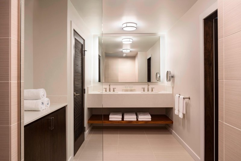 Waikoloa Beach Marriott - Na Hale Guest Bath <br/>Image from Leonardo