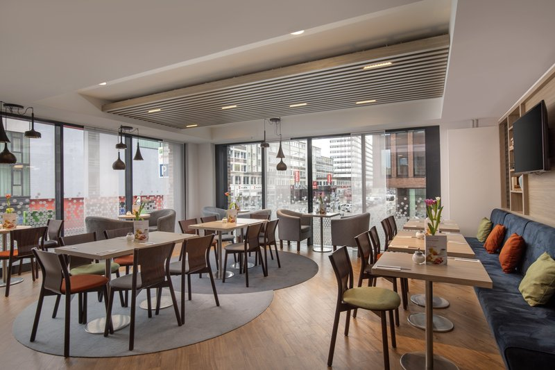 Holiday Inn Express Hamburg - City Hauptbahnhof-Light-filled dining room for a quick bite or leisurely breakfast. <br/>Image from Leonardo