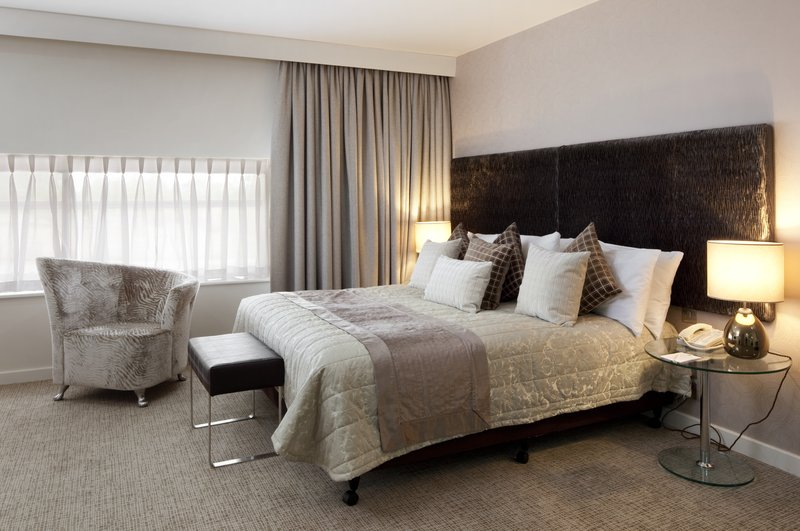 Holiday Inn Winchester-Suite - Bedroom Area<br/>Image from Leonardo