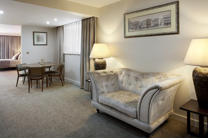 Holiday Inn Winchester-Suite - Lounge/Dining Area<br/>Image from Leonardo