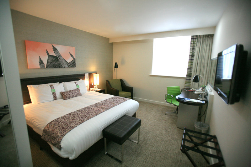 Holiday Inn Winchester-Spacious and Bright Standard Double Bedroom<br/>Image from Leonardo