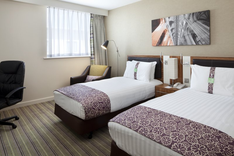 Holiday Inn Winchester-Spacious and Modern Twin Bed Guest Room<br/>Image from Leonardo