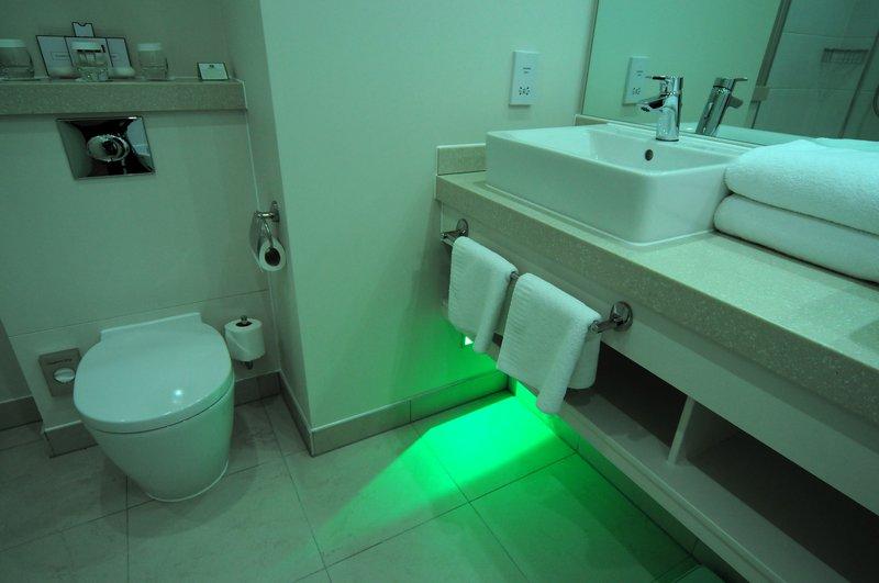 Holiday Inn Winchester-Guest Bathroom<br/>Image from Leonardo