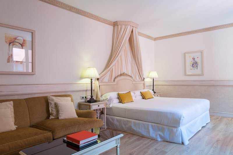 Eugenia de Montijo, Autograph Collection-King Chantilly Guest Room<br/>Image from Leonardo