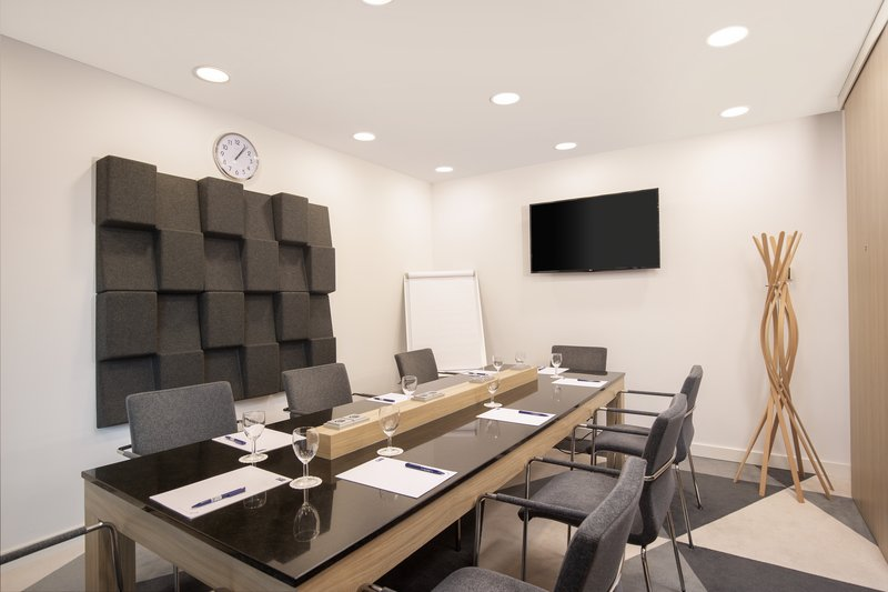 Holiday Inn Express Hamburg - City Hauptbahnhof-A fully equipped meeting room with an LCD projector. <br/>Image from Leonardo