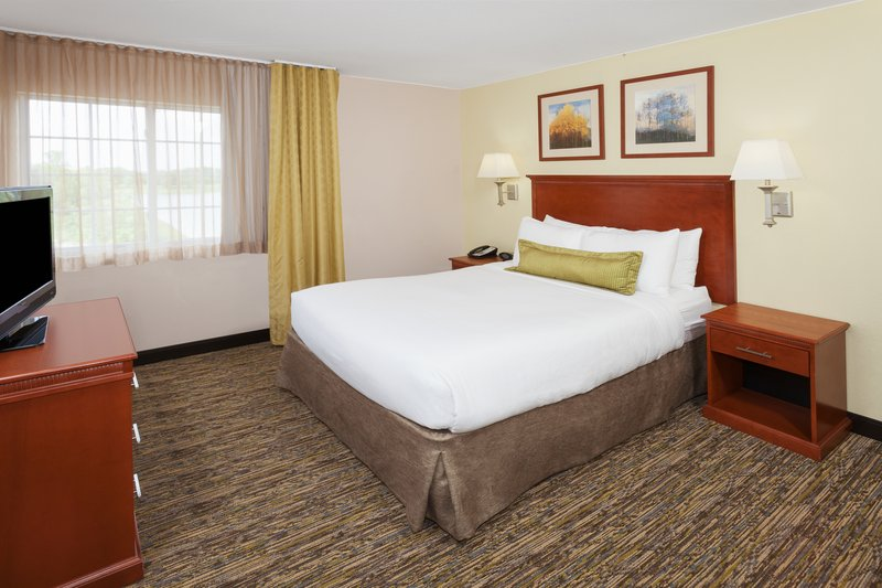 Candlewood Suites Aurora-Naperville-Queen Bed Guest Room<br/>Image from Leonardo